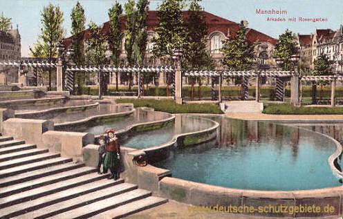 Mannheim, Arkaden mit Rosengarten