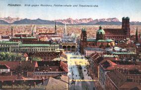 München, Blick gegen Residenz, Feldherrnhalle und Theatinerkirche
