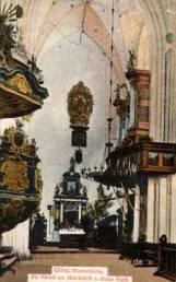 Oliva, Klosterkirche - Die Kanzel am Mittelschiff und kleine Orgel