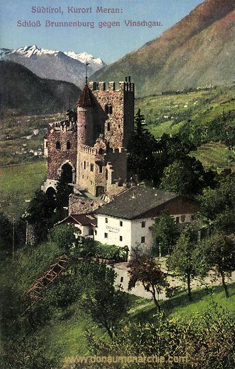 Meran, Schloss Brunnenburg gegen Vinschgau