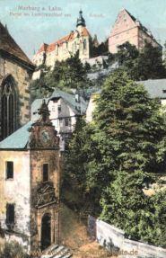 Marburg a. d. Lahn, Partie am Lutherkirchhof mit Schloss
