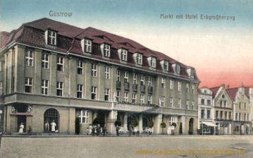 Güstrow, Markt mit Hotel Erbgroßherzog