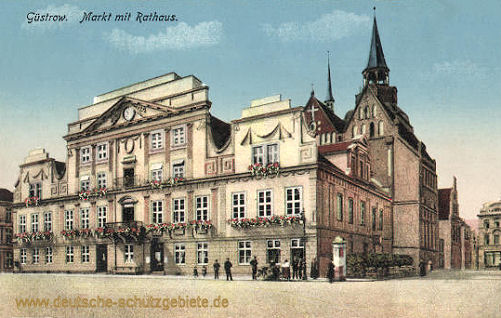 Güstrow, Markt mit Rathaus