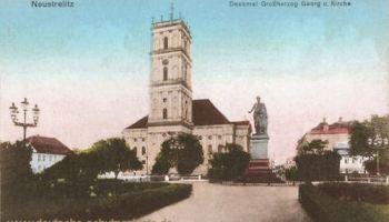 Neustrelitz, Denkmal des Großherzogs Georg und Kirche