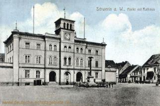 Schwerin an der Warthe, Markt mit Rathaus