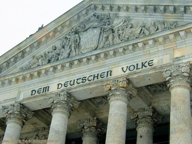 """""""Dem Deutschen Volke"""" Inschrift am Reichstag"""