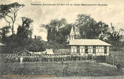 Kameruner Schutztruppe bei Rast auf der Basler Missionsstation Nyasosso