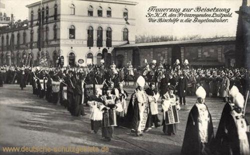 Trauerzug zur Beisetzung S.K.H. des Prinzregenten Luitpold. Die Bischöfe und die Gugelmänner.