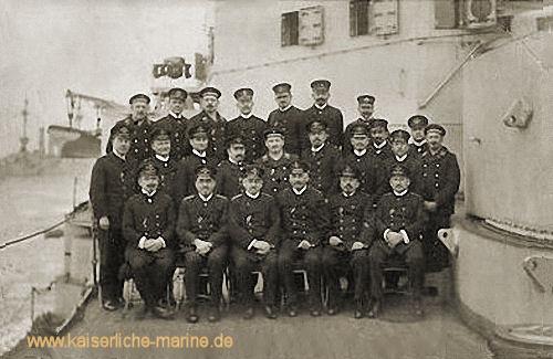 """""""Die Mitglieder der Deckoffiziers-Messe von S.M.S. Braunschweig"""" 1916"""
