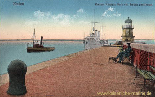 Emden, S.M.S. Albatross Mole von Emden passierend