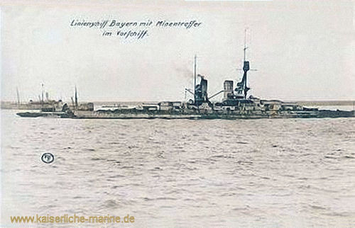 S.M.S. Bayern mit Minentreffer im Vorschiff