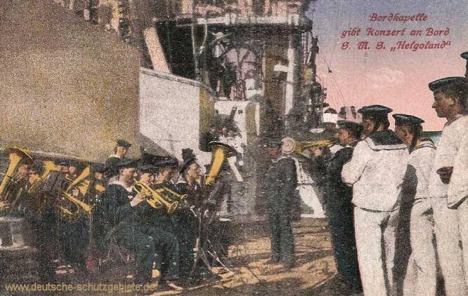 Bordkapelle gibt Konzert an Bord S.M.S. Helgoland