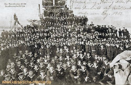 """S.M.S. König Albert, handschriftlich: """"Besatzung -König Albert- vor Antritt der Russlandreise im Dez. 1913"""""""