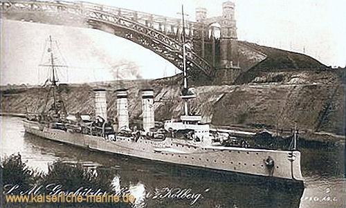 S.M.S. Kolberg unter der Grünthaler Hochbrücke