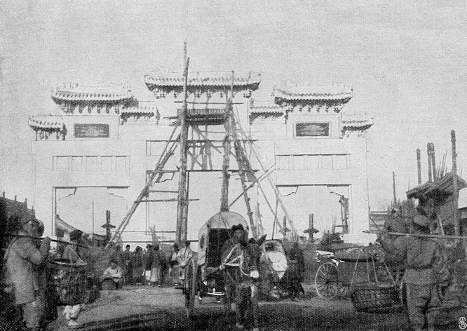 Das am 19. Januar 1901 in Peking enthüllte Denkmal für den Freiherrn von Ketteler. (Kurz vor Vollendung.)