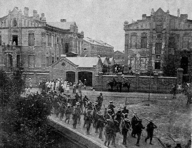 Vom chinesischen Kriegsschauplatz: Aufbruch der englischen Truppen aus Tientsin zum Entsatz der in Peking eingeschlossen Gesandten.