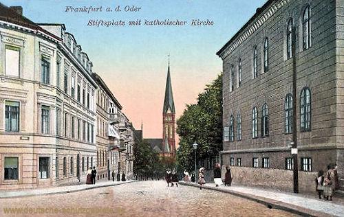 Frankfurt a. O., Stiftsplatz mit katholischer Kirche