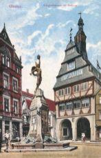 Giessen, Kriegerdenkmal mit Rathaus