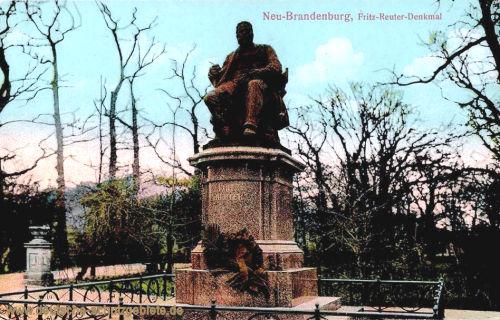 Neubrandenburg, Fritz-Reuter-Denkmal