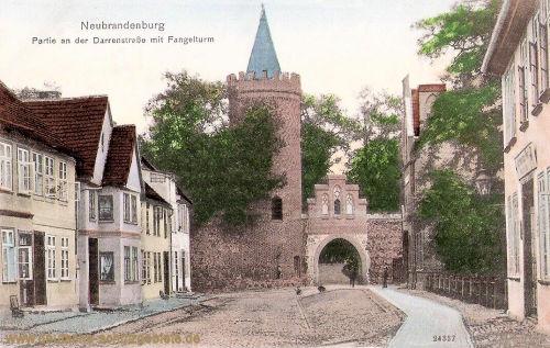 Neubrandenburg, Partie an der Darrenstraße mit Fangelturm
