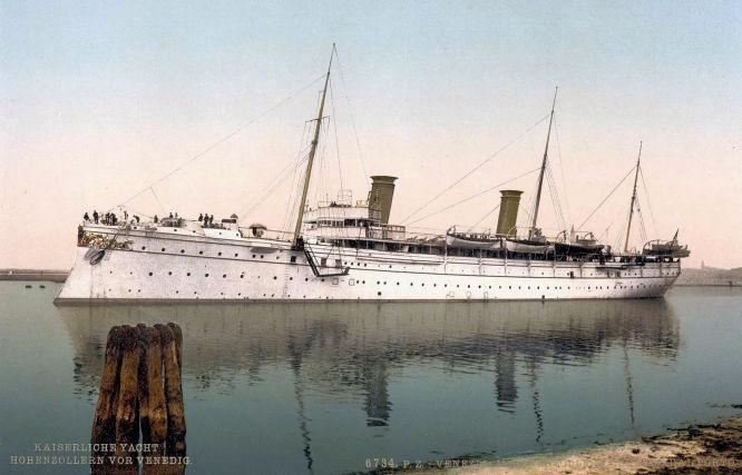 Kaiserliche Yacht Hohenzollern vor Venedig.