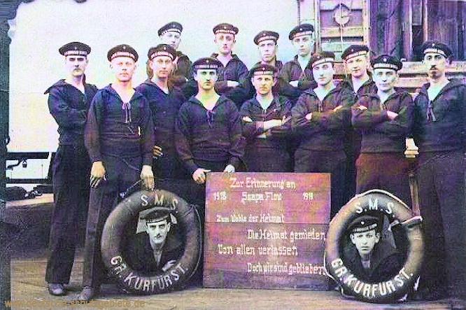 S.M.S. Großer Kurfürst. Zur Erinnerung an 1918 Scapa Flow 1919. Zum Wohle der Heimat - Die Heimat gemieden - Von allen verlassen - Doch wir sind geblieben.