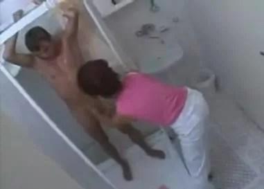 Den Stiefsohn unter der Dusche berrascht  Deutsche Pornos kostenlos