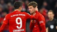 Die beiden regeln das: Thomas Müller (rechts) und Robert Lewandowski drehen das Spiel gegen Hoffenheim.