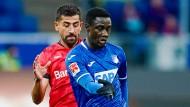 Hat sich seine Rückkehr nach Sinsheim anders vorgestellt: Kerem Demirbay (links) verliert mit Leverkusen gegen Hoffenheim und fliegt vom Platz.