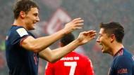 Jubel in Mainz: die Münchner Pavard (links) und Torschütze Lewandowski
