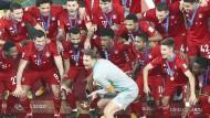 Ein gewohntes Bild: Der FC Bayern gewinnt mal wieder einen Pokal, diesmal bei der Klub-WM.