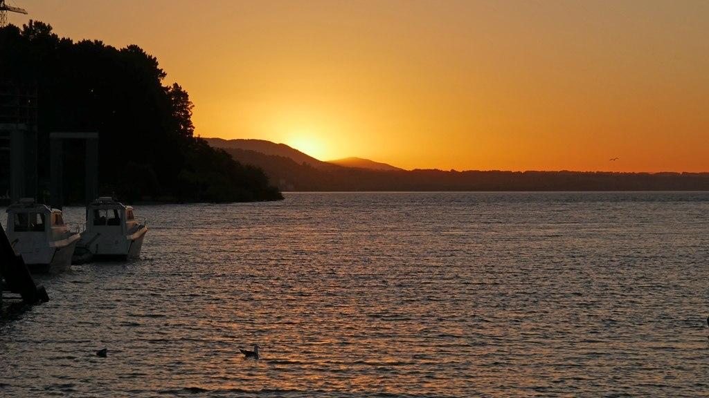 Couché soleil sur la marina de Pucon