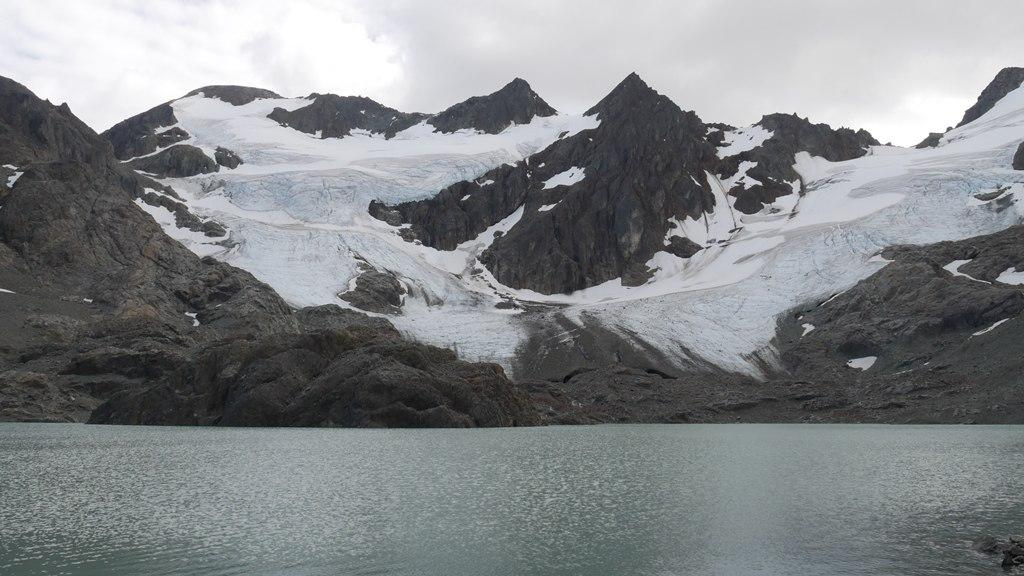 Sentier laguna tempanos et glacier