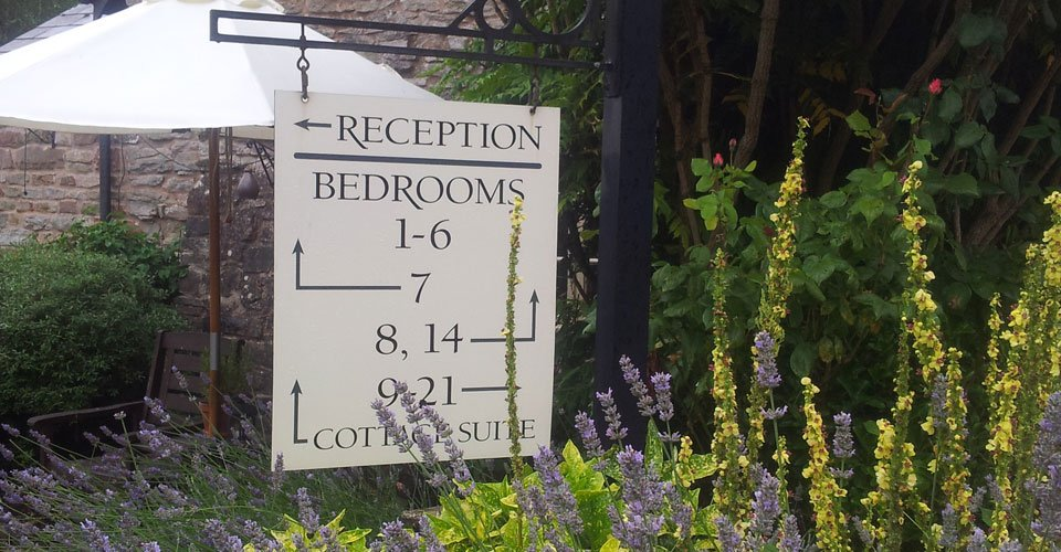 The Tudor Farmhouse Hotel In Gloucestershire Les Deux