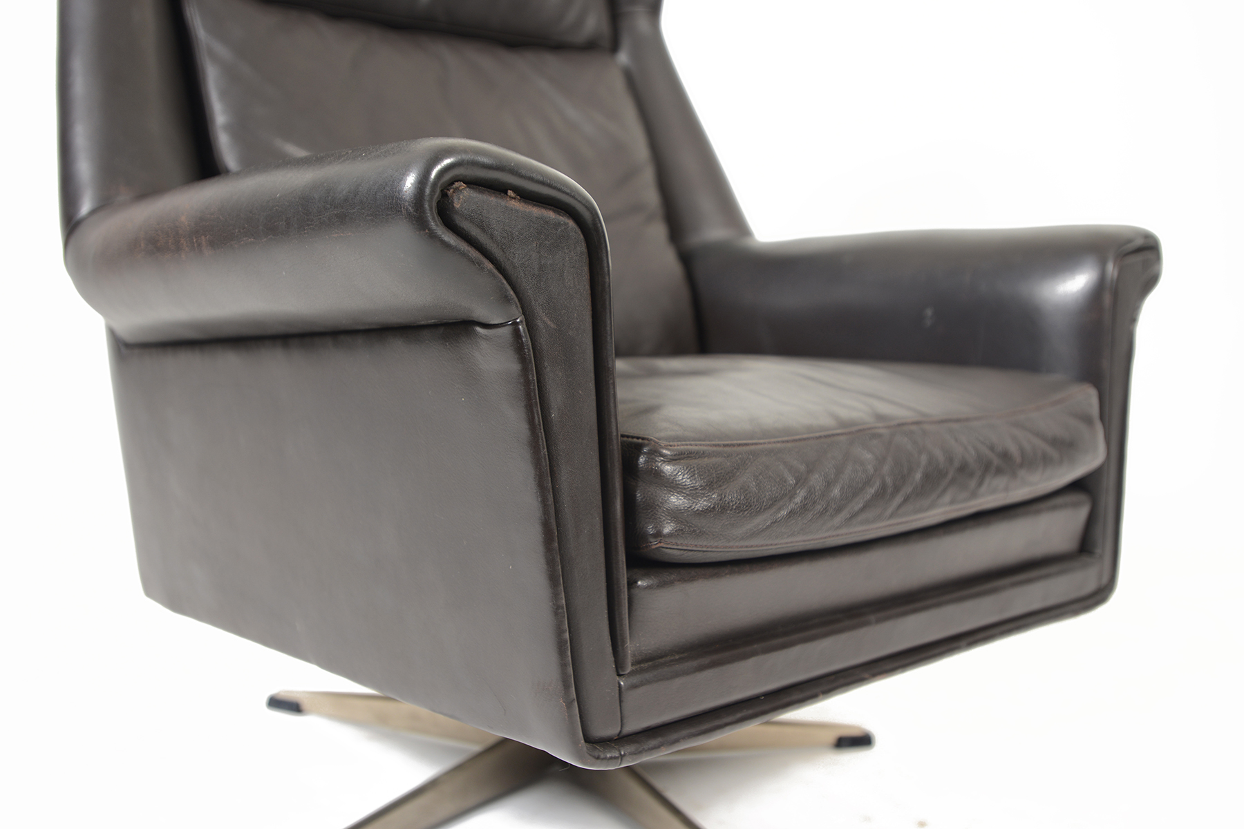 black leather swivel lounge chair theodore koch barber parts danish modern highback