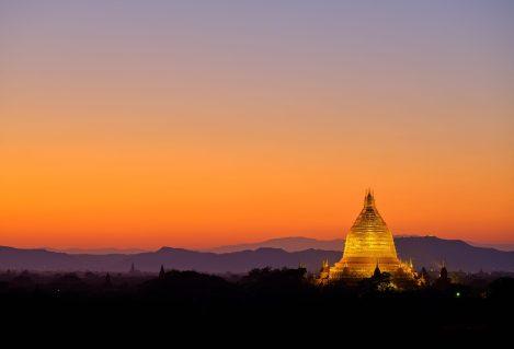 Coucher de soleil sur la Pagode Shwadagon à Yangon, voyage en Birmanie avec Nirvatravel