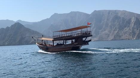 Boutre dans les fjords de Musandam, croisière à Oman avec Nirvatravel