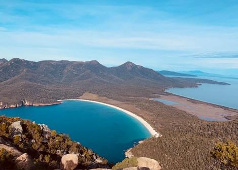 Paysage de Wineglass Bay en Tasmanie, voyage hors des sentiers battus en Australie avec une agence Nirvatravel