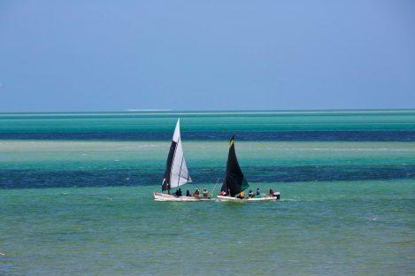 Voiliers sur le lagon à Vilanculos dans l'archipel de Bazaruto, détente et plage au Mozambique avec Nirvatravel