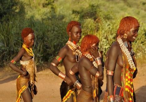 Jeunes femmes de la la tribu Hamer à Turmi, voyage découverte des ethnies au Sud de l'Ethiopie avec Nirvatravel