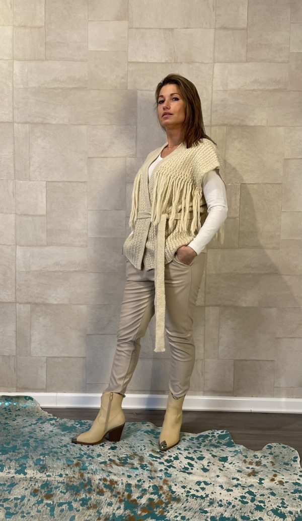 Mochy Gilet met franjes – off white – one size.