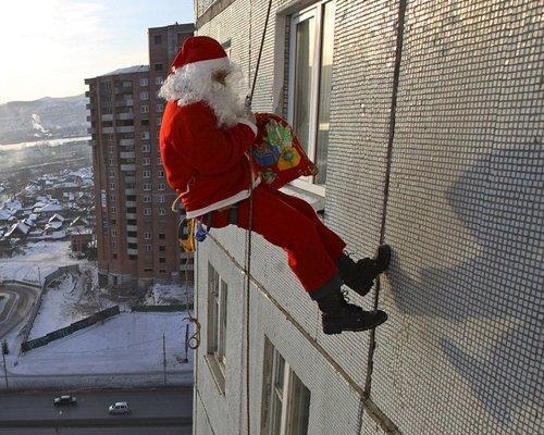 santa alpinist - А вы знаете что у нашего деда мороза есть колеги??