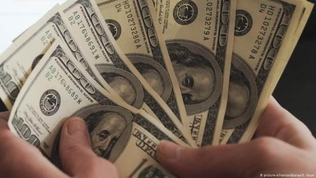 dollars picture 620x349 - Экономия на кредитах. Преимущества кредитных карт над традиционными кредитами