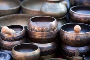 Repos et apaisement produits avec les sons des bols tibétains