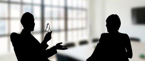 Scène d'une discussion avec les mains