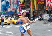 """Le """"naked cow-boy"""", emblème des USA"""