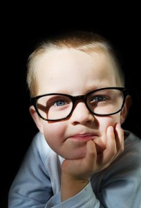 Bilinguisme : un jeune enfant qui semble précoce intellectuellement