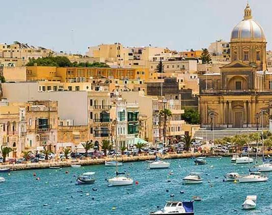 Mer turquoise et soleil pendant un séjour linguistique à Malte