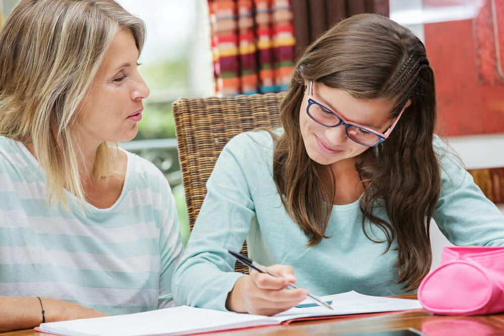 un coach scolaire en séance avec une élève