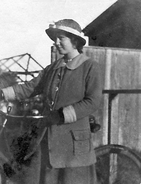 Queenie in 1916 with bike